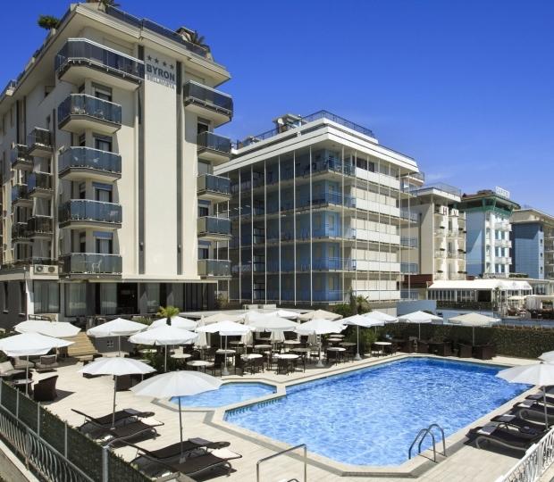Hotel con Piscina Fronte Mare